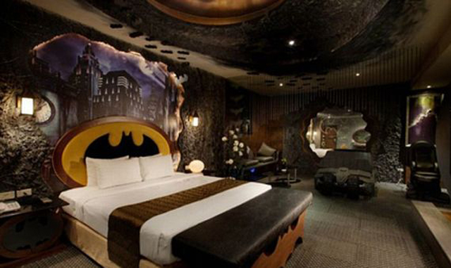 screen-shot-2014-09-19-at-10-43-23-am-these-cool-houses-and-rooms-were-built-for-the-fans-by-the-fans