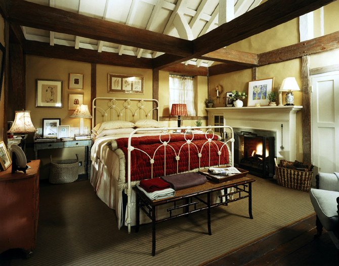amazing-beds-1400x1096-the-holiday-movie-tour-rosehill-cottage-urumix.com