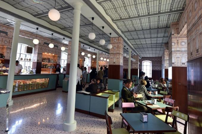 wes Anderson, kawiarnia, Mediolan