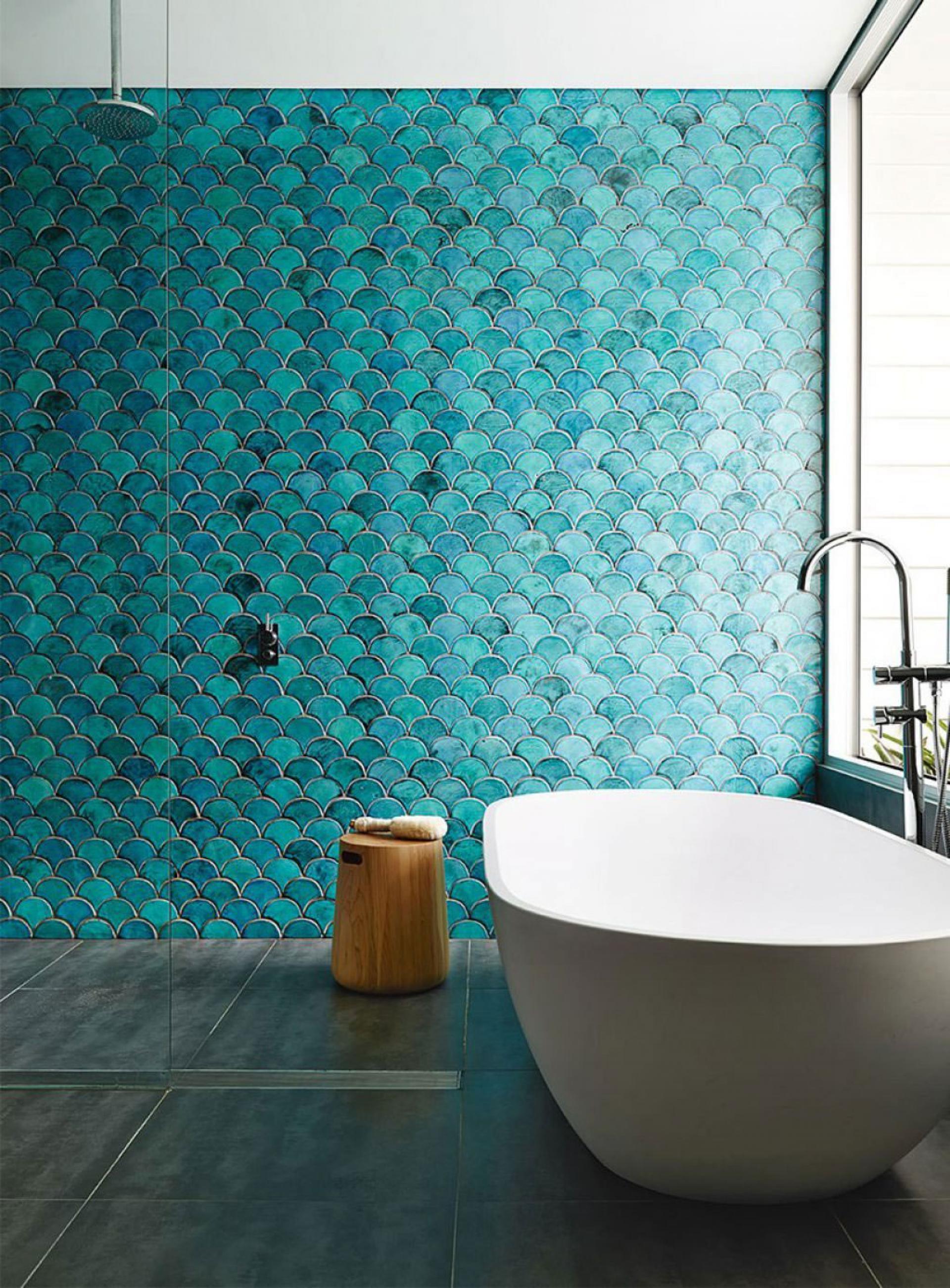 Płytki w kształcie rybiej łuski w łazience