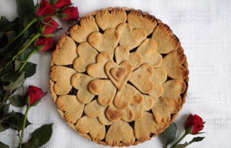 Tarta owocowa z serduszkami na Walentynki