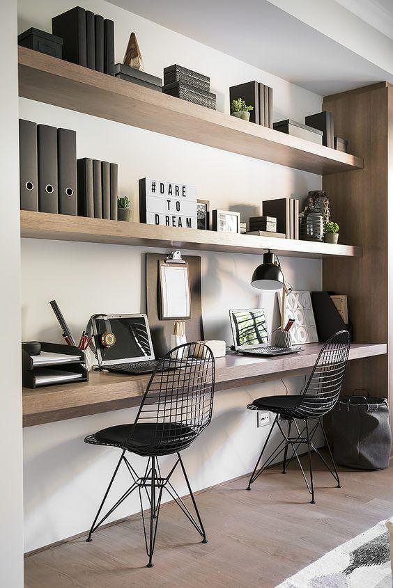 Półki w salonie