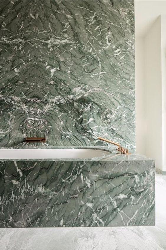 Zielony marmur w łazience
