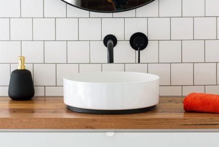 Czarne baterie umywalkowe do łazienki
