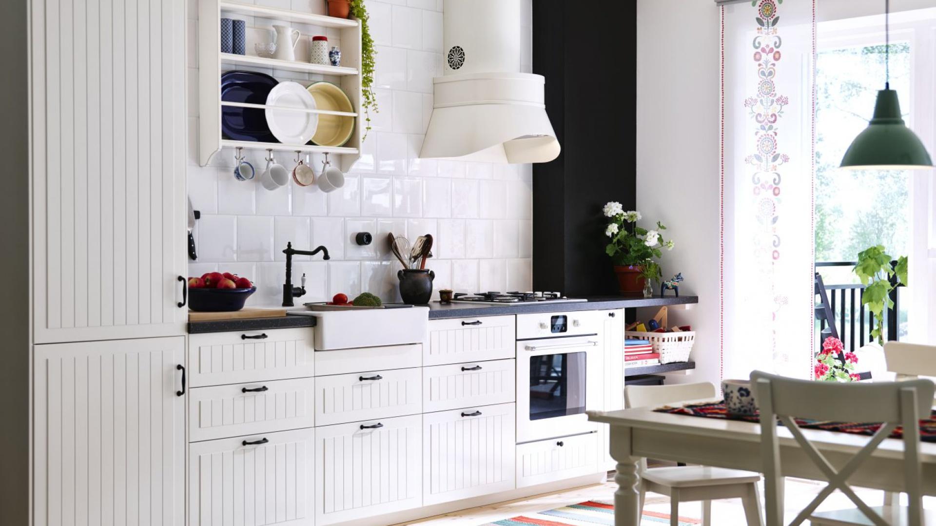 Ceramiczny zlewozmywak w kuchni