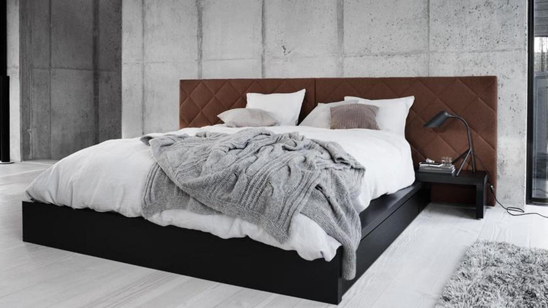Pomysły na ścianę za łóżkiem w sypialni