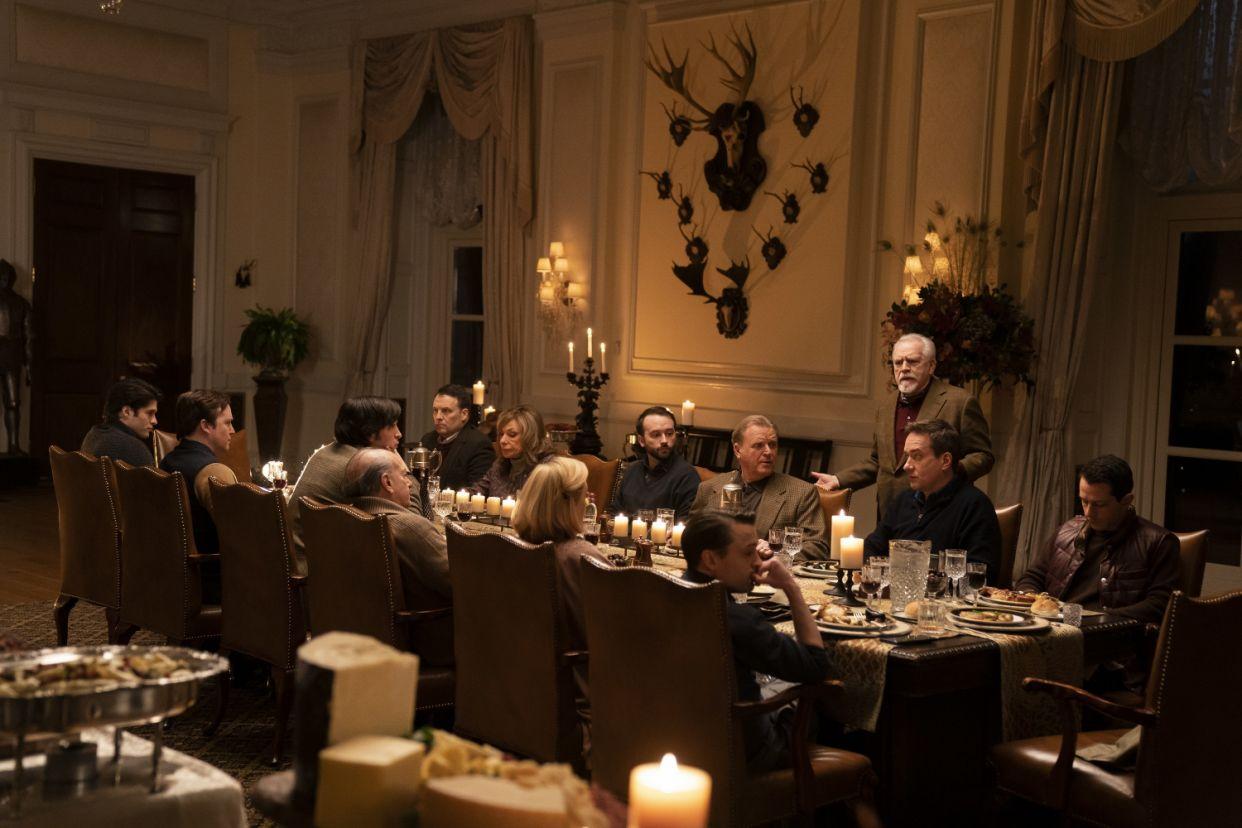 W drugim sezonie sporo się także dzieje w posiadłości należącej do największych konkurentów dla rodziny Roy – klanu Pierce. Na potrzeby serialu wykorzystano tu idylliczną posiadłość wybudowaną przez wnuka J.P. Morgana na wyspie Glen Cove w stanie Nowy Jork. Tutaj pozostawiono niemal wszystkie meble i sprzęty należące do obecnych właścicieli nieruchomości.