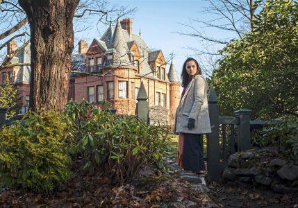 """""""Na noże"""": Kryminał w pięknym, starym domu pełnym tajemnic"""
