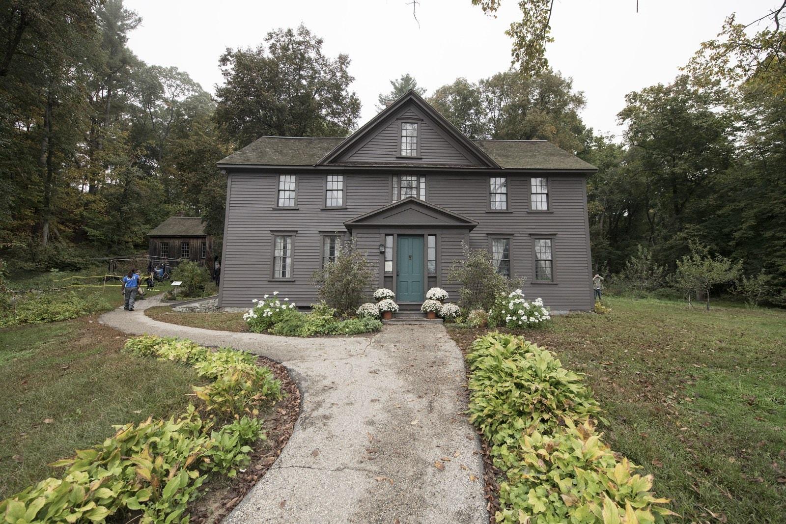 """""""Małe kobietki"""" i dom sióstr March. Jak wygląda Orchard House?"""