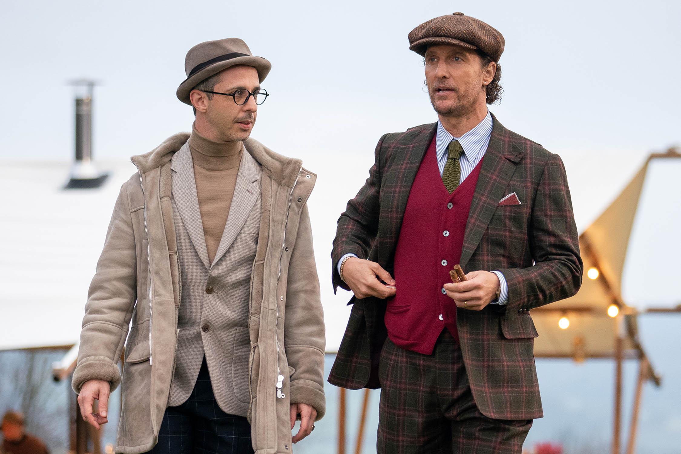 """""""Dżentelmeni"""", czyli bardzo styli gangsterzy. Filmowe kostiumy skradły show"""