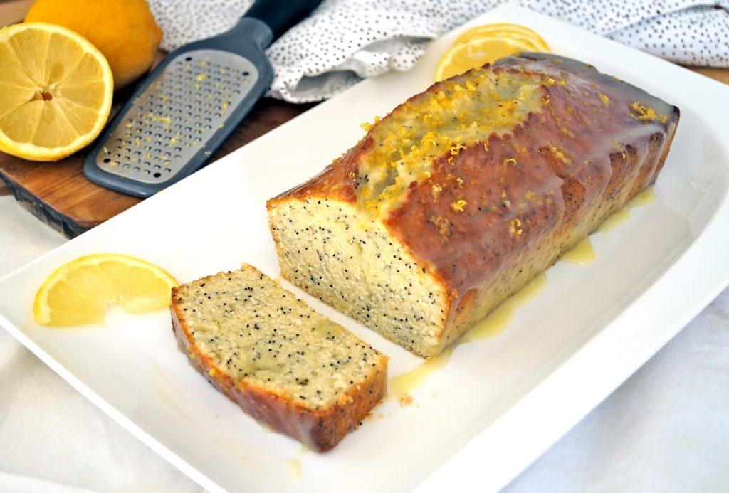 Proste i szybkie ciasto z makiem oraz cytrynową nutą