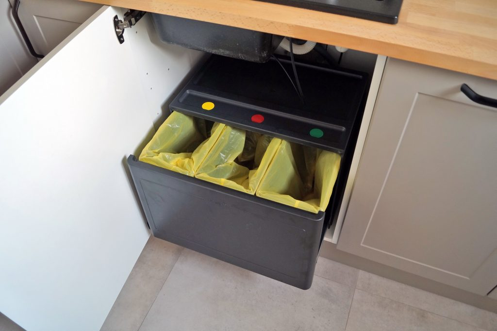 Segregowanie śmieci w małym mieszkaniu. Mój sposób na odpady
