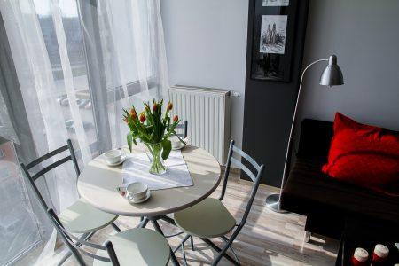 Jak obniżyć temperaturę w mieszkaniu
