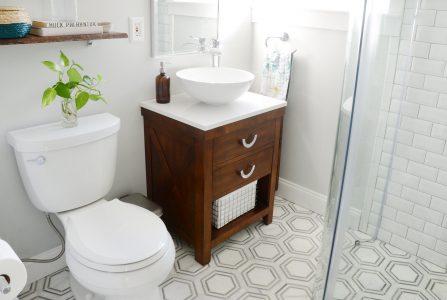 10 rozwiązań do małej łazienki