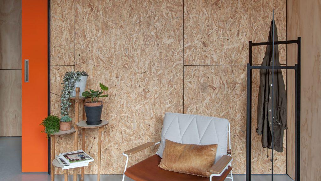 10 pomysłów na drewno na ścianie w salonie