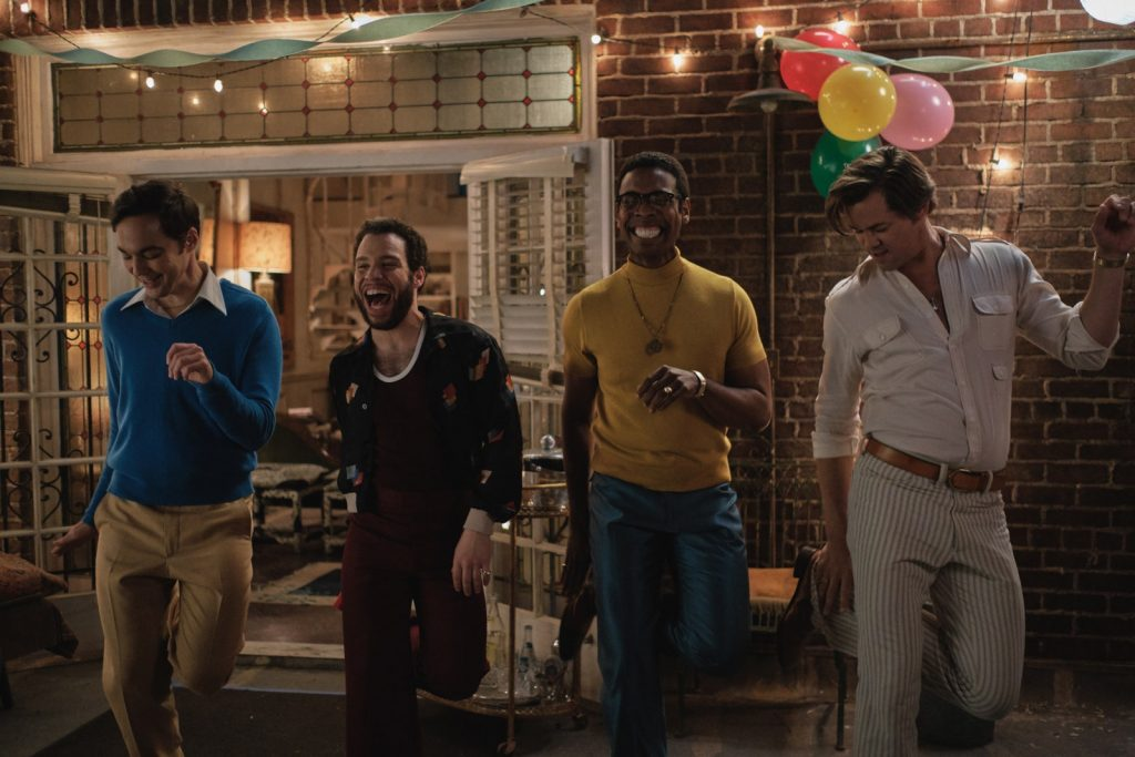 """""""Chłopcy z paczki"""": stylowa nowość Netflixa. Apartament z lat 60. robi wrażenie"""