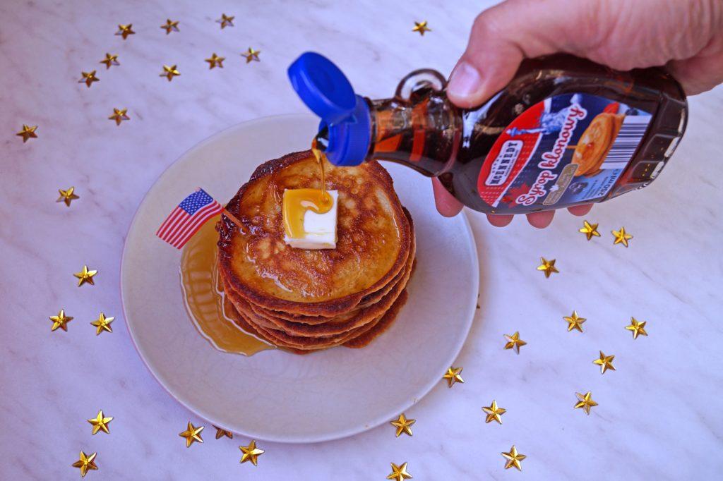 Co Amerykanie jedzą na śniadanie? Od płatków po hash browns