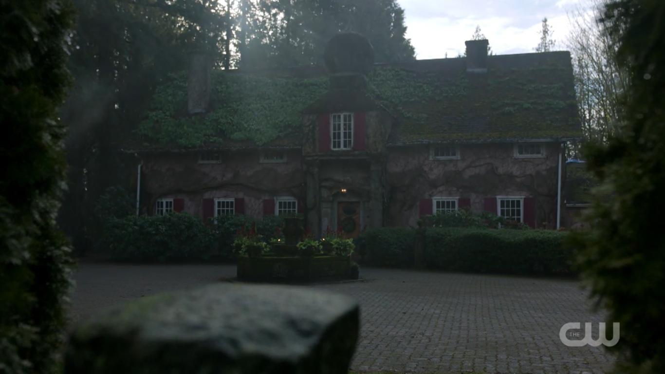 """Ten dom pojawił się wielu filmachTen dom pojawił się wielu filmach, w tym """"Wiek Adaline"""". Poznaj Foxglove Cottage, w tym """"Wiek Adaline"""". Poznaj Foxglove Cottage"""