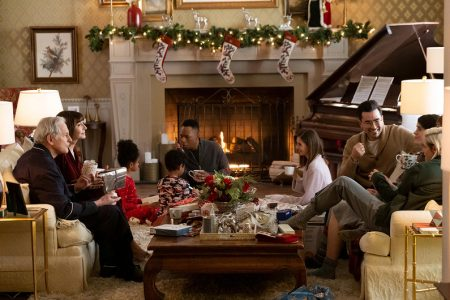 """Tradycyjny dom w bożonarodzeniowym wydaniu z filmu """"Świąteczny szok"""""""