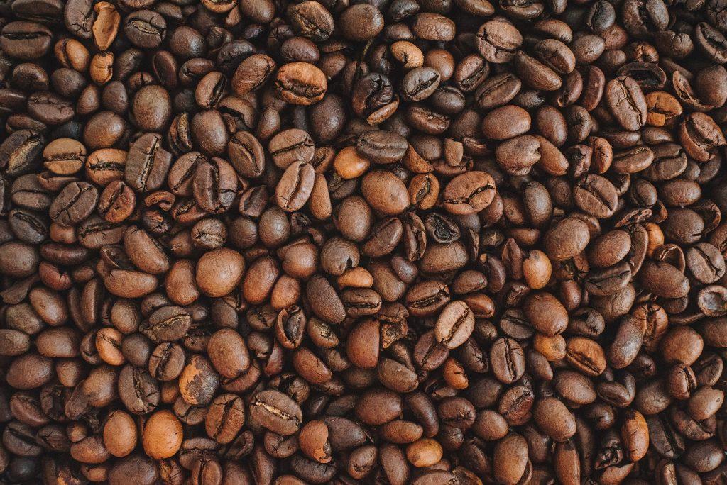 Czym się różnią mieszanki i rodzaje kawy? Jakie wybrać?
