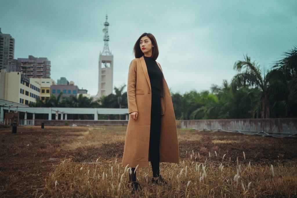 Modny jesienny płaszcz – jak go wybrać?
