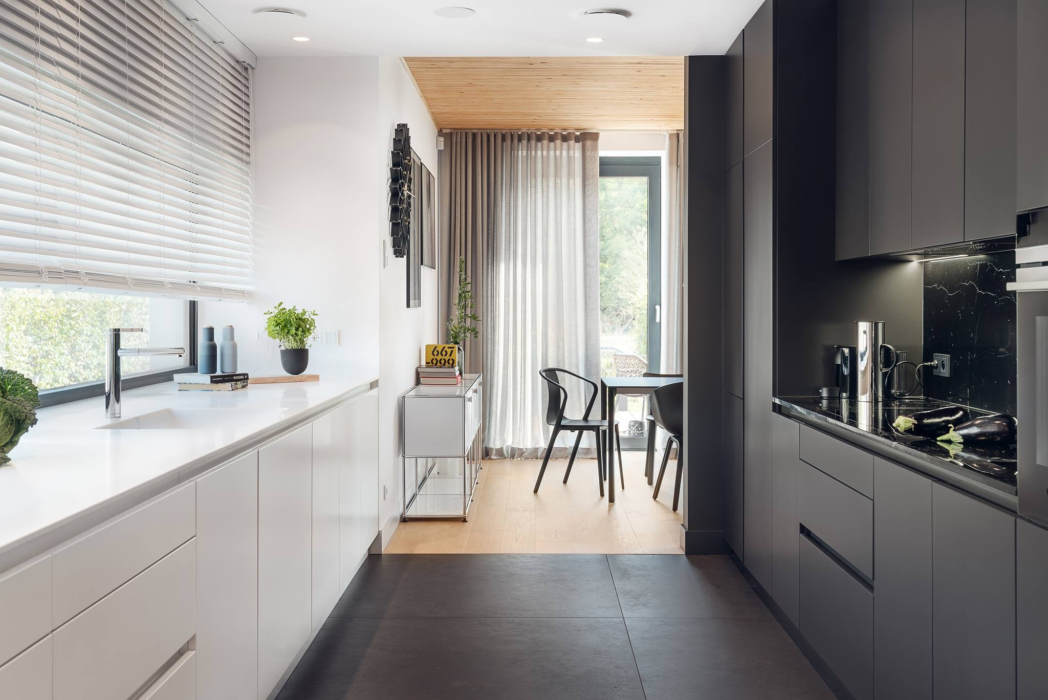 Czarno-biała kuchnia - jak urządzić
