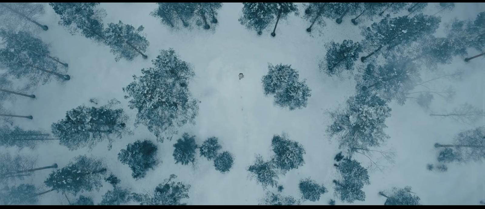 """Warto dodać, że to nie jedyne miejsce w Norwegii, w którym były kręcono sceny do """"Nie czas umierać"""". Zdjęcia odbywały się także około 40 km od Oslo, stolicy Norwegii, w okręgu Nittedal. Tam powstawały sceny na zamarzniętym jeziorze."""